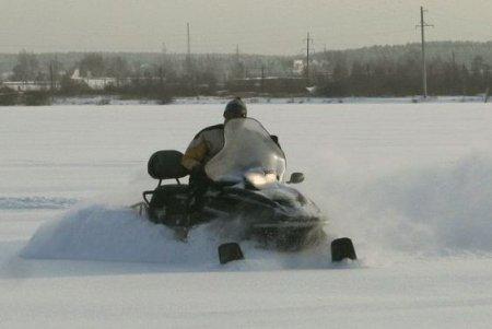 Двое кировчан перевернулись на снегоходе у Гнусино