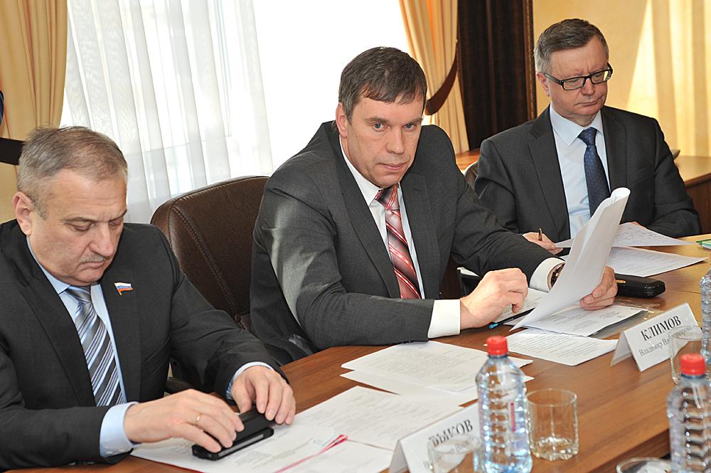 Владимир Климов обсудил трудности ремонта и содержания дорог на заседании общественного консультативного совета