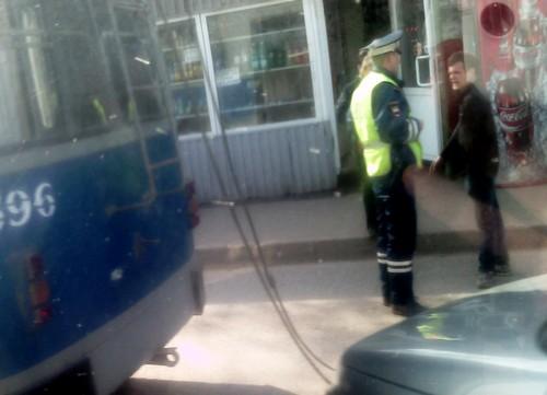 В Кирове пенсионерка выпала из троллейбуса