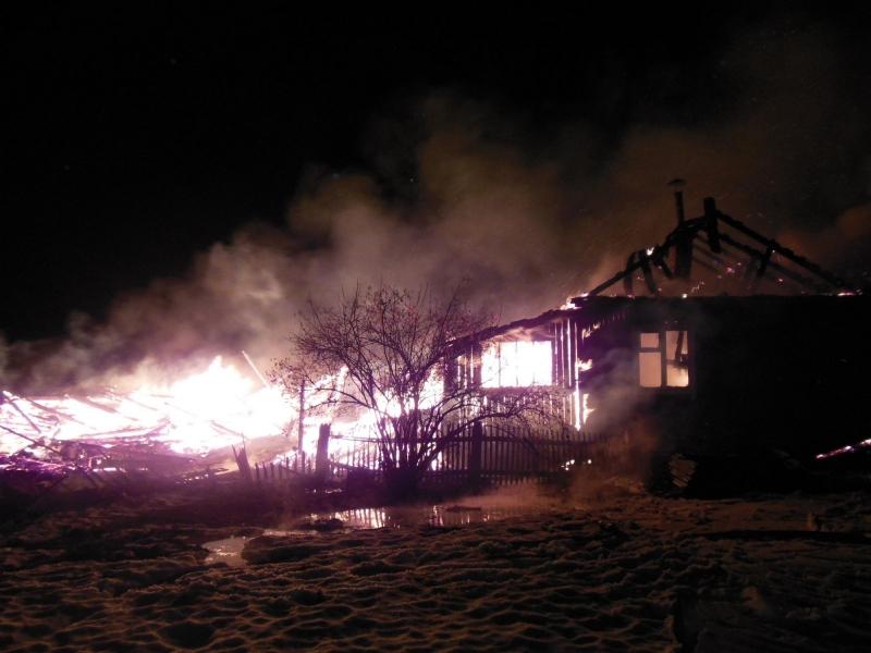 В Тужинском районе Кировской области двое мужчин спасли пенсионерку из пожара
