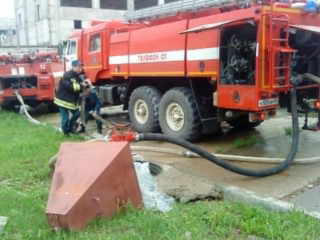 В Кирово-Чепецке пожарные спасли от огня мебельное предприятие