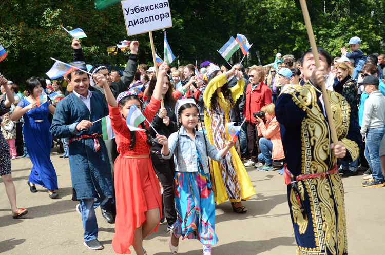 Фестиваль «Вместе Вятка» в Кирове открылся Парадом дружбы народов