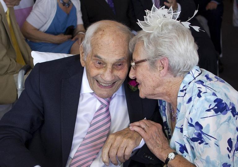 Британские долгожители стали самыми старыми молодоженами в мире