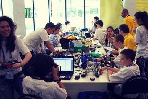 Школьники из Кирова взяли «золото» на Всероссийской олимпиаде роботов