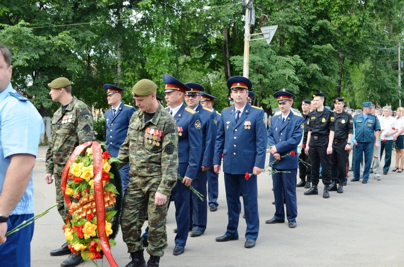 возложили цветы к вечному огню в Кирове