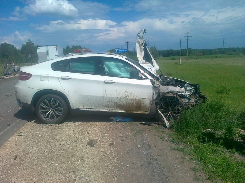 В Орловском районе Кировской области BMW протаранил трактор: один пострадавший