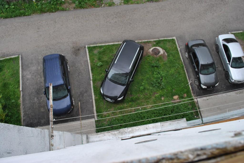 Кировчане заплатят около 600 тыс. рублей за парковку на газонах