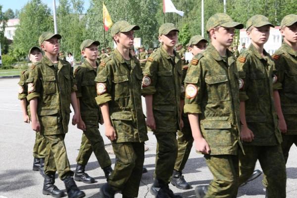 Кировская команда проходит первые испытания лагеря «Гвардеец-1»