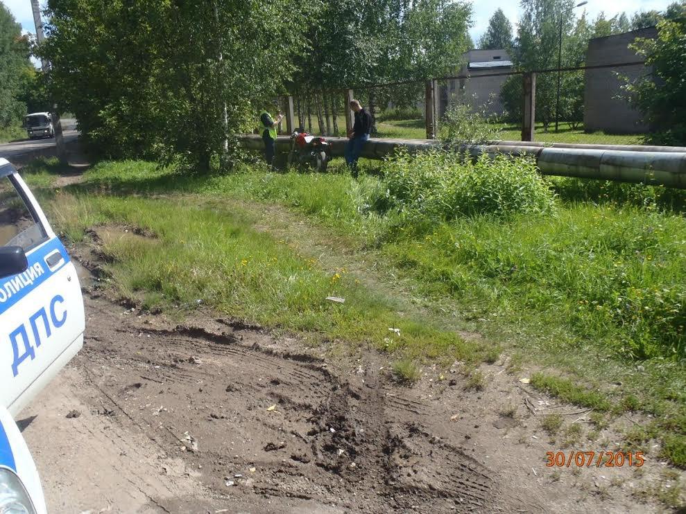 ВГанино в Кирове мотоцикл вылетел с трассы: водитель в больнице