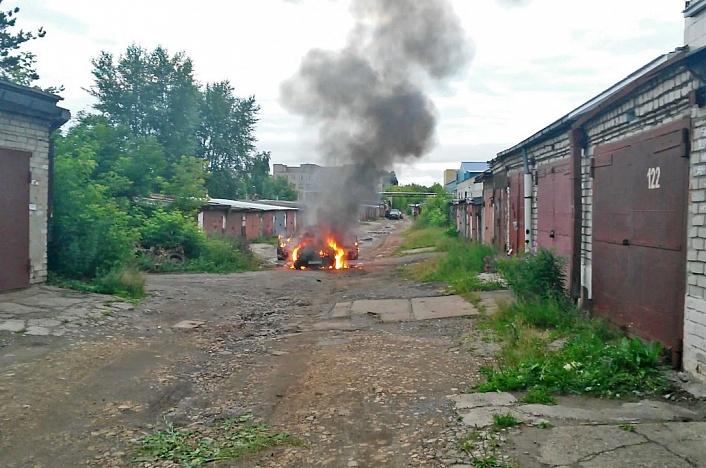 В Кирове сгорел ВАЗ-21099