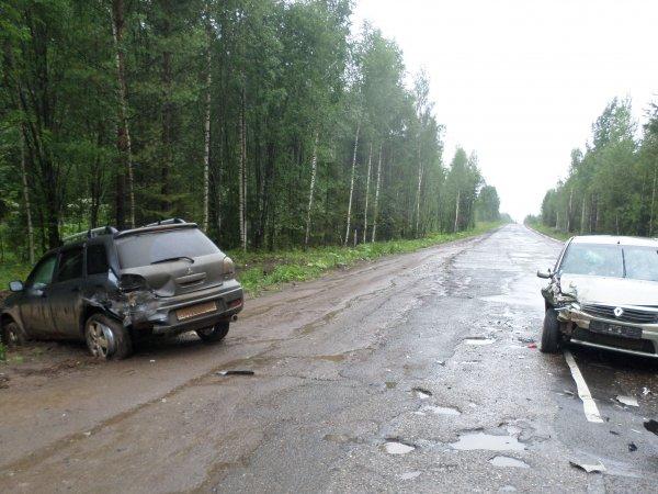 В Кировской области на трассе столкнулись две иномарки