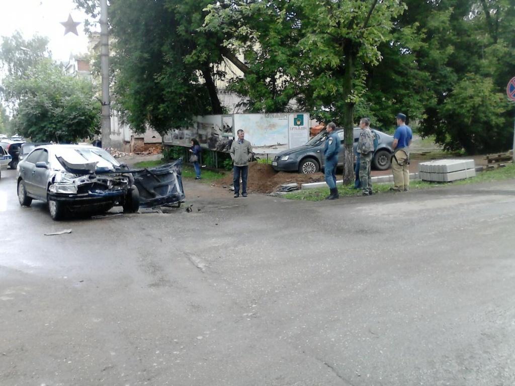 В Кировской области «Фольксваген» не уступил дорогу «Шкоде»
