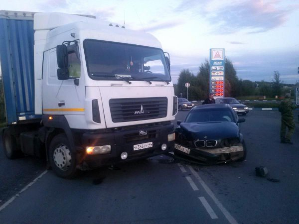В Котельничском районе МАЗ въехал в BMW: пострадала девушка