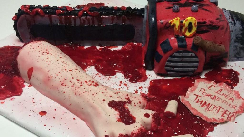В Кирове 10-летнему мальчику на день рождения подарили торт в виде распиленной руки