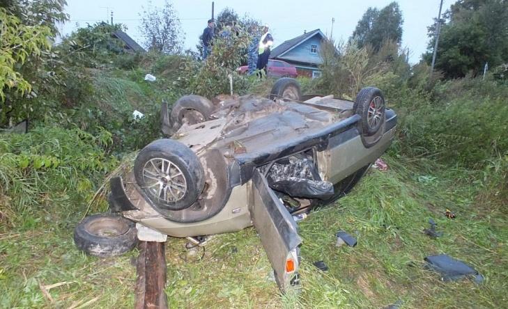 В Кировской области ВАЗ врезался в столб: водитель и пассажир погибли