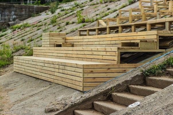 В Кирове приостановили строительство скамеек на нижней набережной