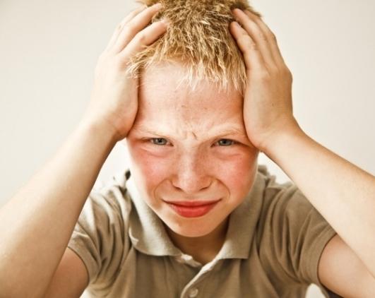 Ученые выяснили, что школа вызывает у детей мигрень