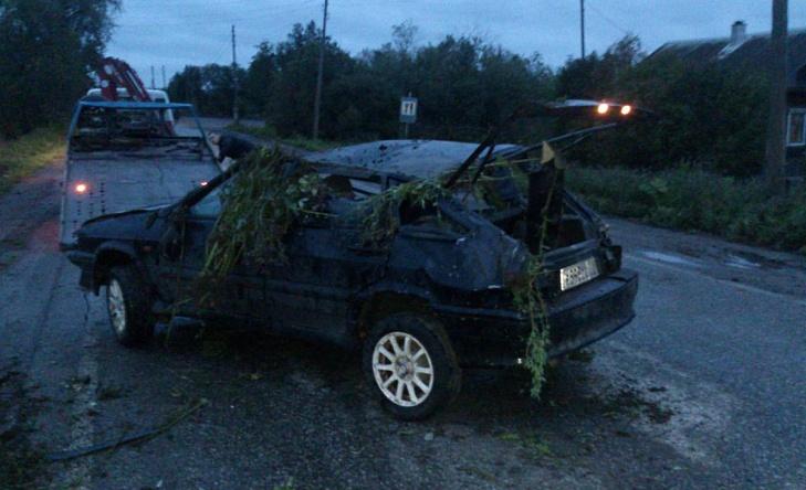На трассе Киров — Слободской опрокинулся автомобиль. Водитель скрылся