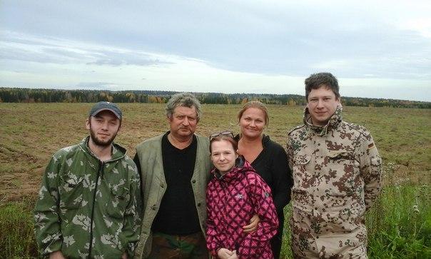 57-летнего мужчину, заблудившегося в лесу в Кировской области, нашли