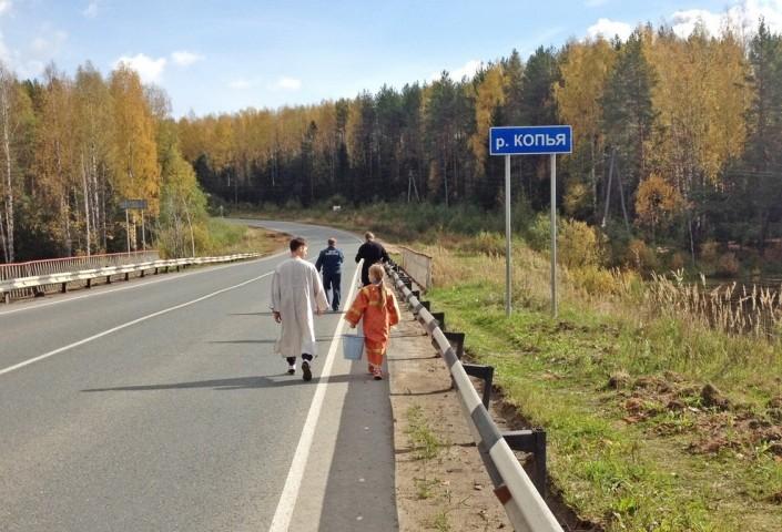 Священник освятил трассу Киров — Пермь