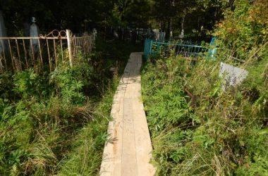 На Омутнинском кладбище неизвестные раскопали могилу