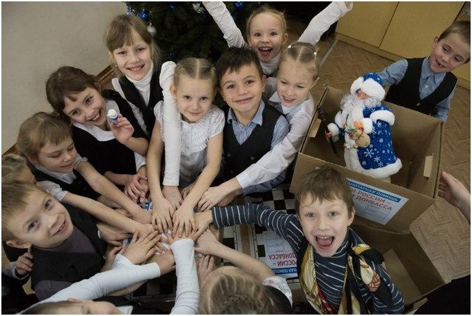 Кировские школьники собирают посылки для сверстников с Донбасса