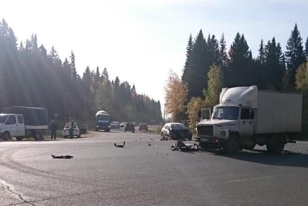 В Нововятске легковушка протаранила грузовик: есть пострадавшие