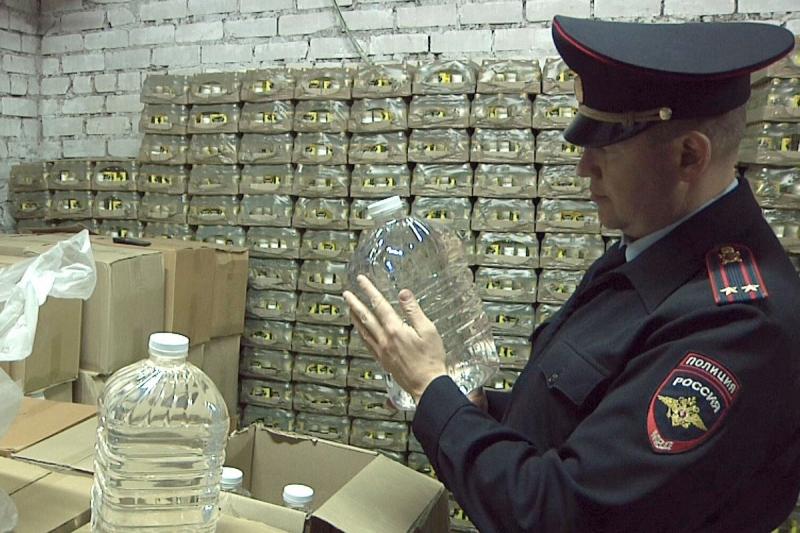 .В Кирове со склада торговой базы изъято 2 тонны контрафактного спирта