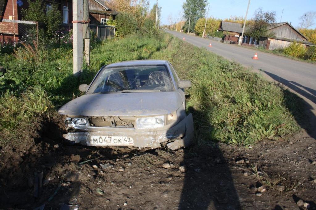 В Зуевке «десятка» слетела в кювет: пострадали две женщины