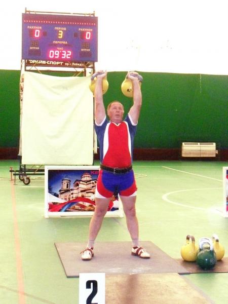 Ветеран МЧС из Кирова стал чемпионом России по гиревому спорту