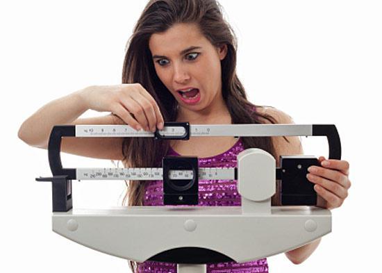 Ученые рассказали, почему женщины толстеют