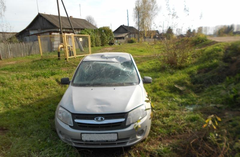 В Зуевском районе «Лада» опрокинулась в кювет