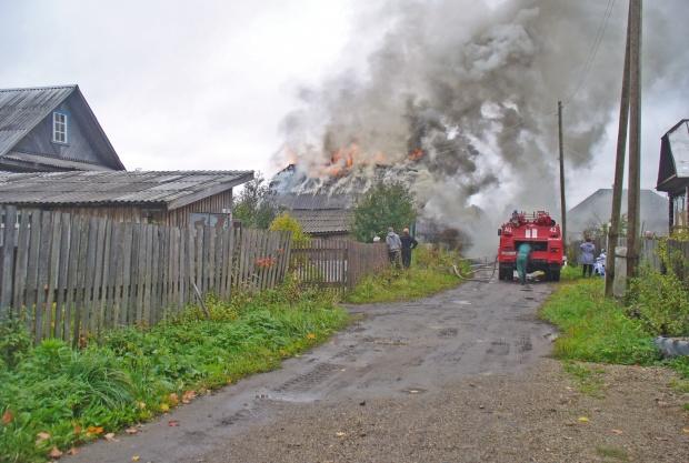 В Омутнинске из-за неисправности дымохода загорелся жилой дом