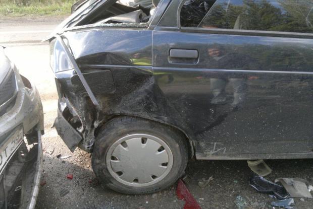 В Слободском районе столкнулись три автомобиля: пострадали двое