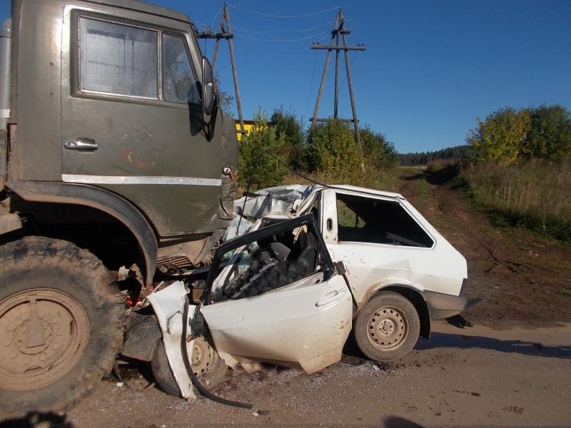 В Уржуме легковушка попала под КамАЗ: водитель «восьмерки» погиб