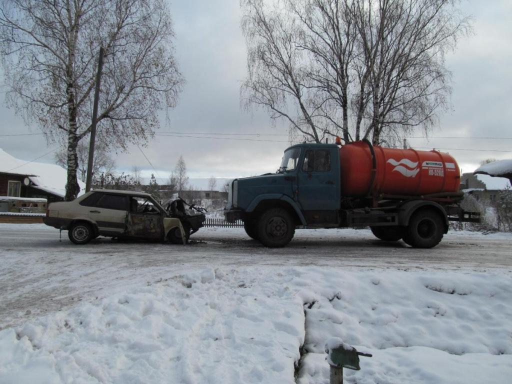 В Шабалинском районе грузовик врезался в ВАЗ: трое пострадавших