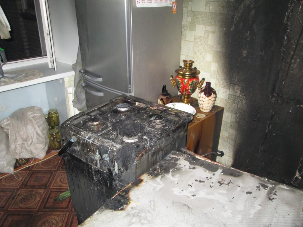 В Кирове ребенок пытался сварить кашу и чуть не спалил квартиру