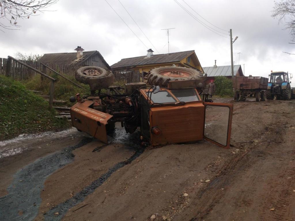 В Слободском опрокинулся трактор