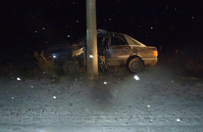 В Кирове автомобиль Audi врезался в столб