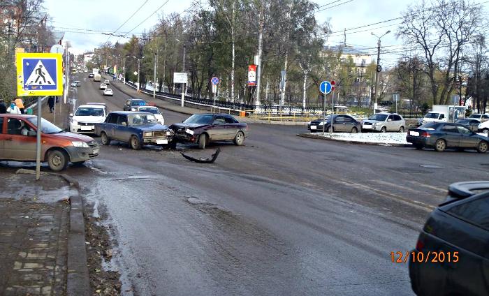 На К. Маркса столкнулись Audi и ВАЗ