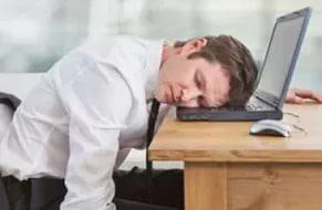 Ученые: Недосып вреднее курения и может вызывать ожирение