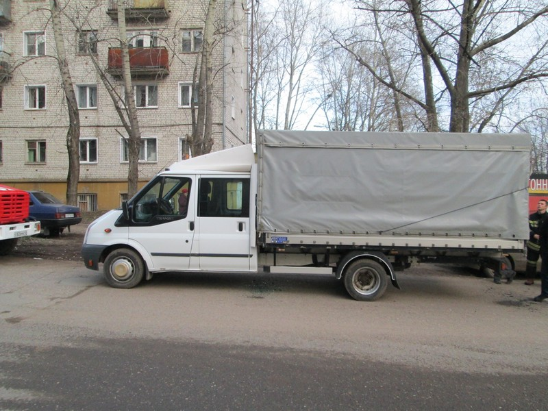 В Кирове на ходу загорелся «Форд-Транзит»