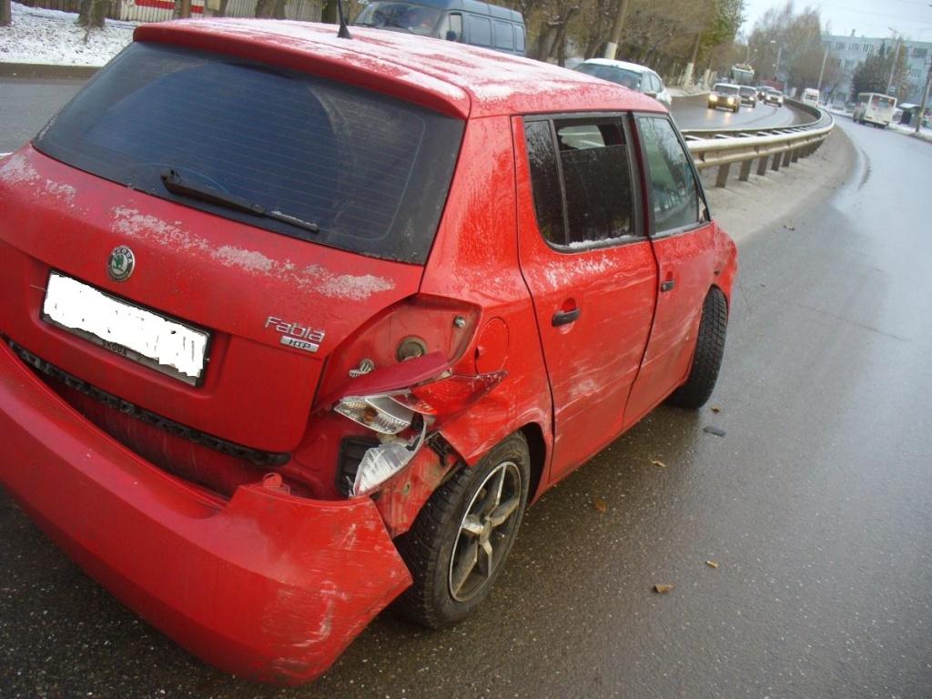 В Кирове автоледи на «Шкоде» протаранила «Рено»