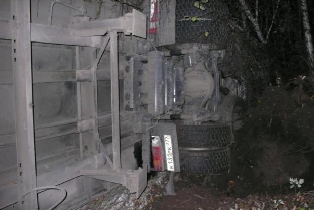 На трассе в Кикнурском районе столкнулись два грузовика: оба водителя пострадали
