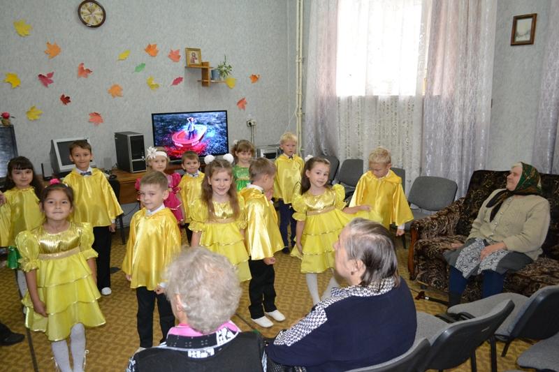 «Ростелеком» поздравил кировских пенсионеров с днем пожилого человека