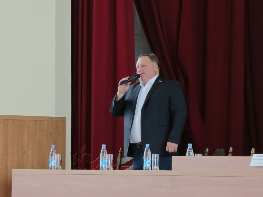 На конференции совета ветеранов выступили Олег Валенчук и Николай Валуев