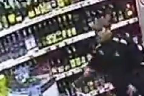 Полицейские устанавливают личность похитителя пива