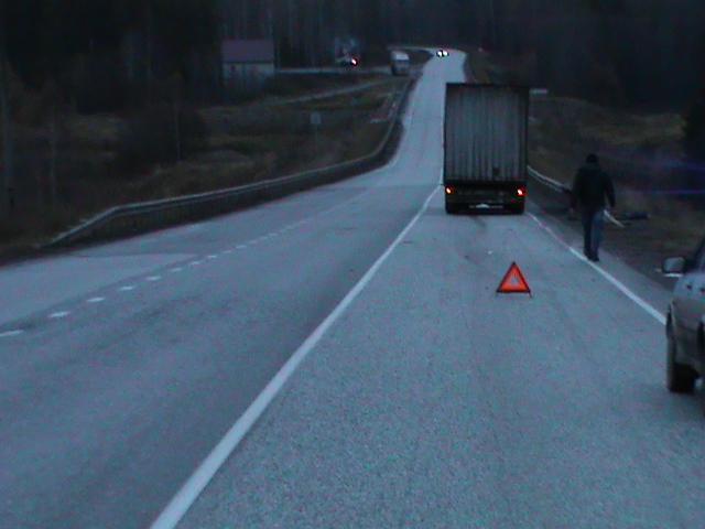 На трассе в Юрьянском районе пешеход погиб под колесами грузовика