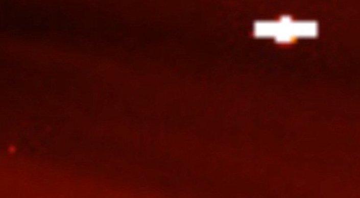 В NASA засняли на видео огромный НЛО у Солнца
