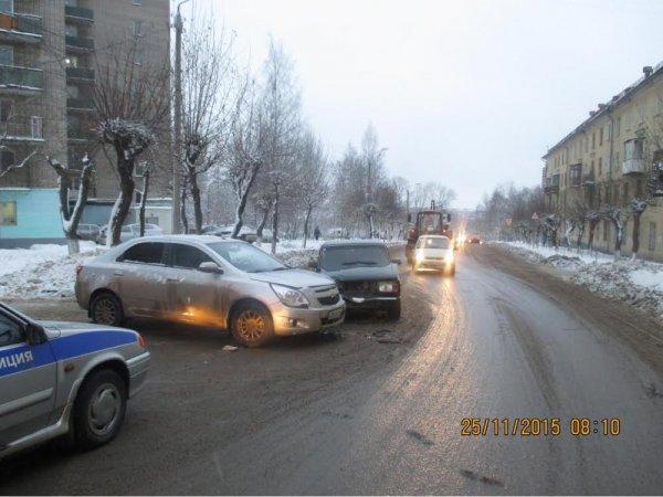 На ул. Лепсе столкнулись Chevrolet и ВАЗ